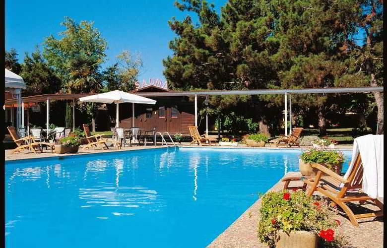 INTER-HOTEL HOSTELLERIE DES PINS - Pool - 0