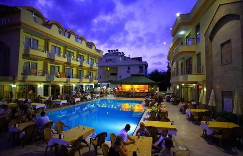 Grand Lukullus Hotel - Pool - 6
