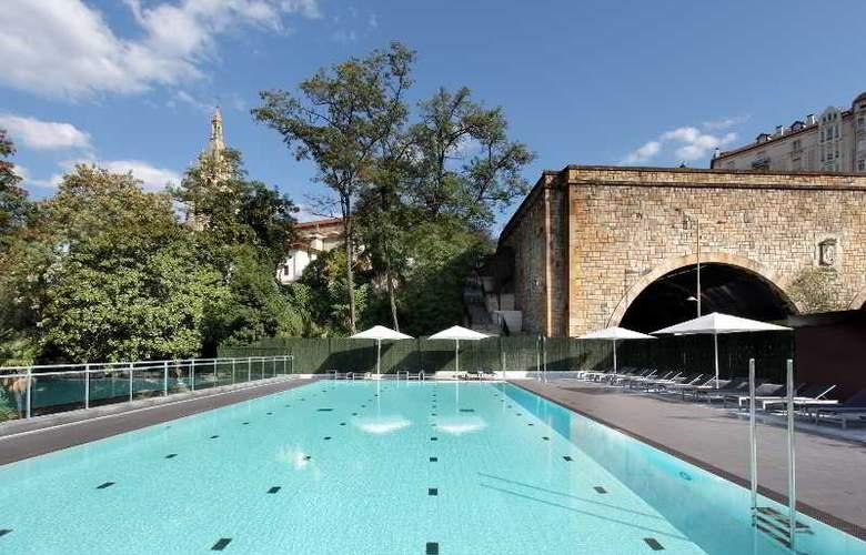 Occidental Bilbao - Pool - 25