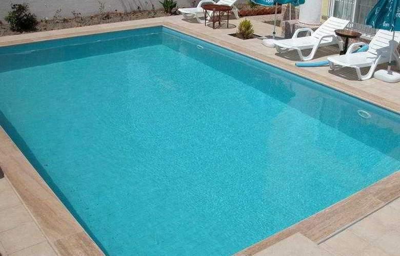 Karaca Apart - Pool - 6