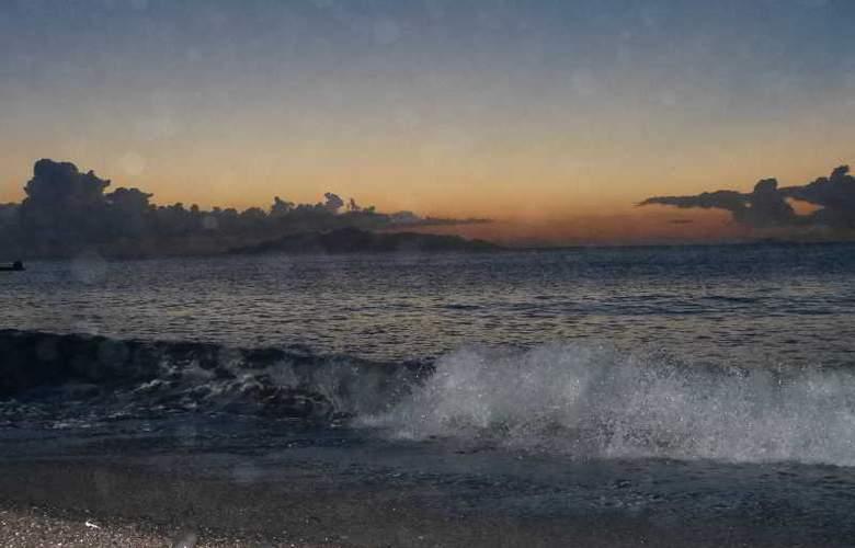 Black Sand Hotel - Beach - 18