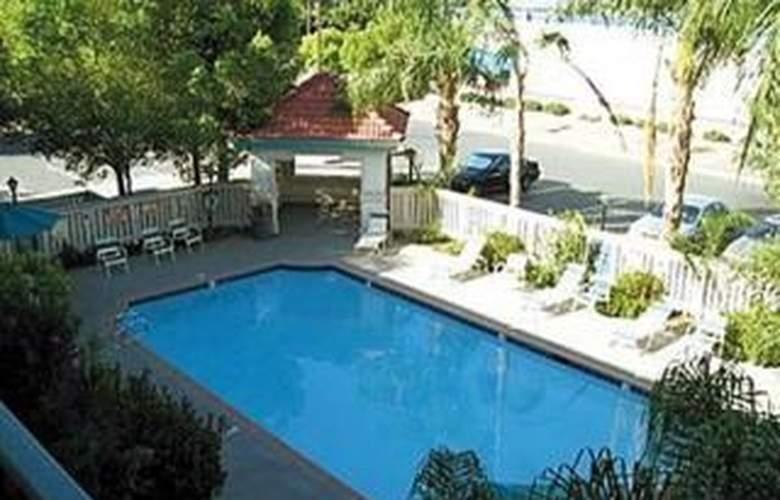 La Quinta Bakersfield - Pool - 1
