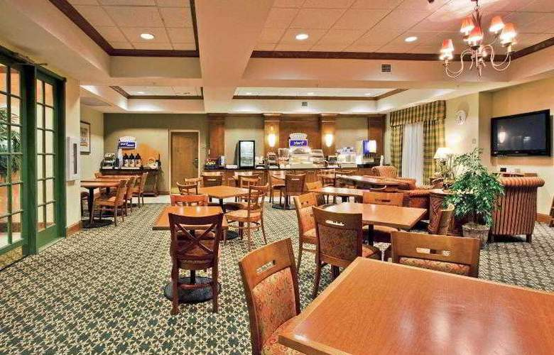 Holiday Inn Express & Suites Tampa - Hotel - 6