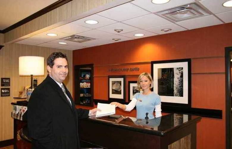 Hampton Inn & Suites New Castle - Hotel - 0