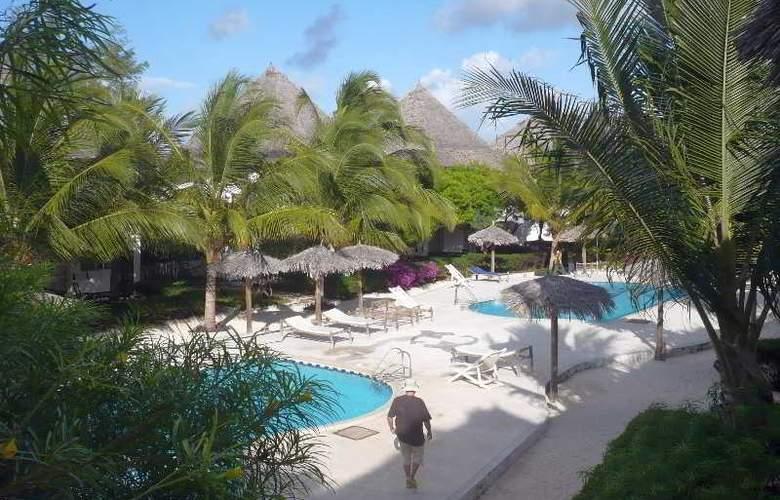 La Madrugada Beach Hotel & Resort - Pool - 12