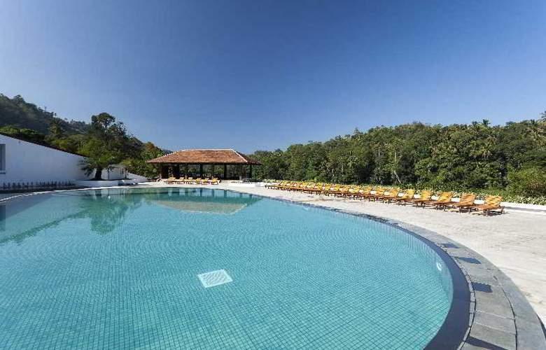 Chaaya Citadel - Pool - 3