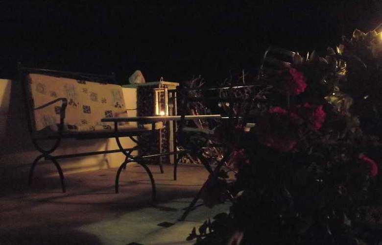 Onar Rooms & Studios - Terrace - 3