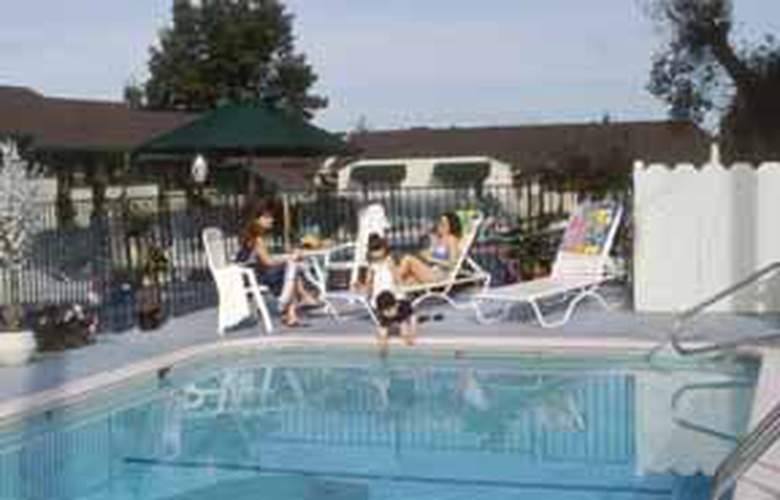 Quality Inn (Monterrey) - Pool - 2
