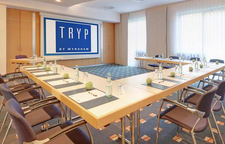 Tryp Dusseldorf Airport - Conference - 24