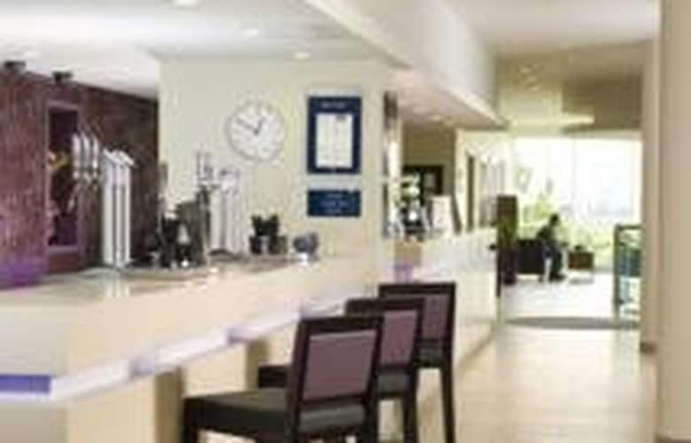 Express By Holiday Inn Wembley North Circular Road - Bar - 5