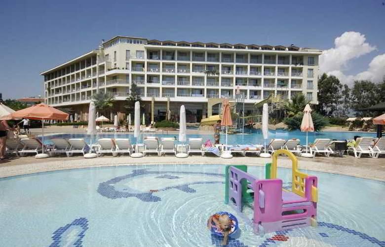 Aska Washington Resort & Spa Hotel - Pool - 11