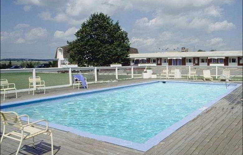 Canada Best Value Inn & Suites Charlottetown - Pool - 4