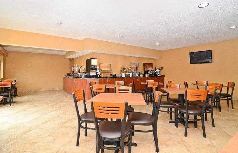 Best Western Ambassador Inn & Suites - Hotel - 2