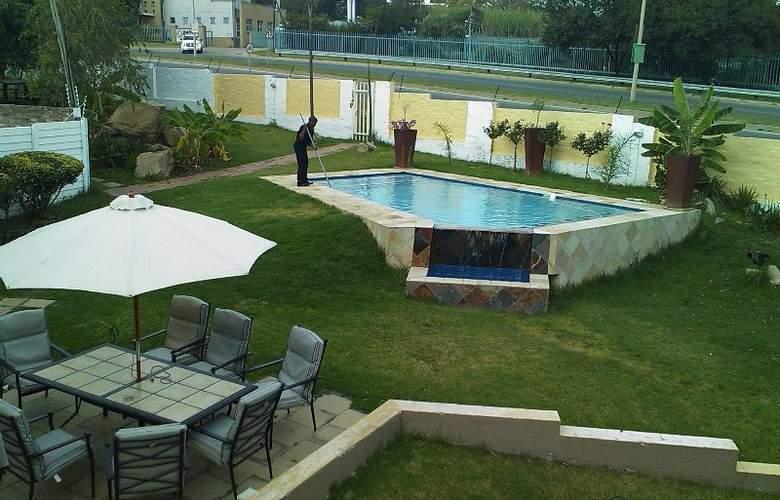 Villa Via Midrand - Pool - 2