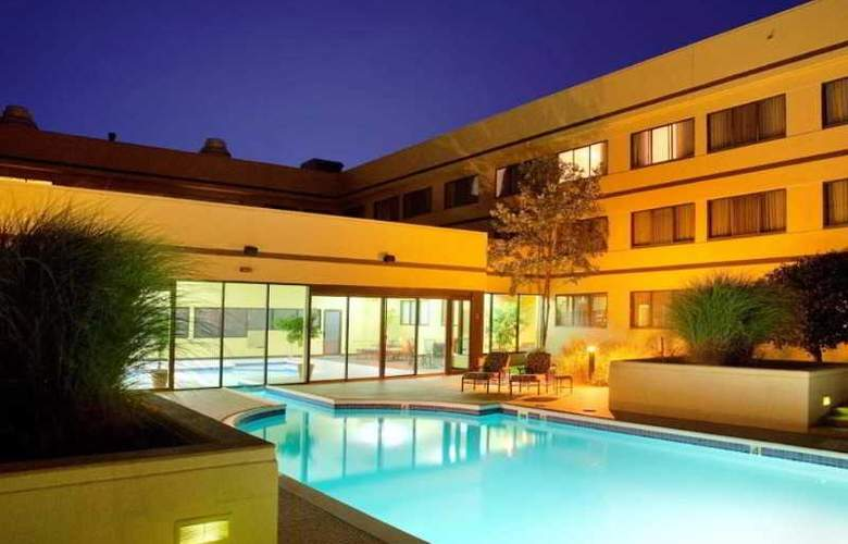 DoubleTree Suites by Hilton Hotel Dayton - Pool - 6