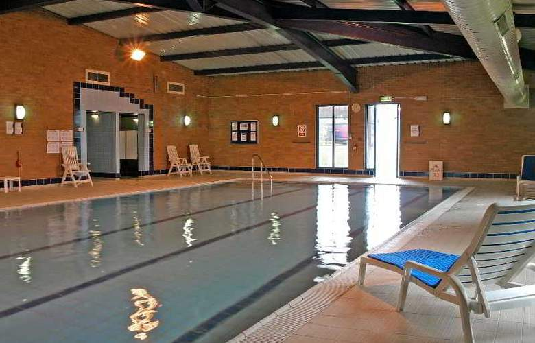 Holiday Inn Express Southampton West - Pool - 15