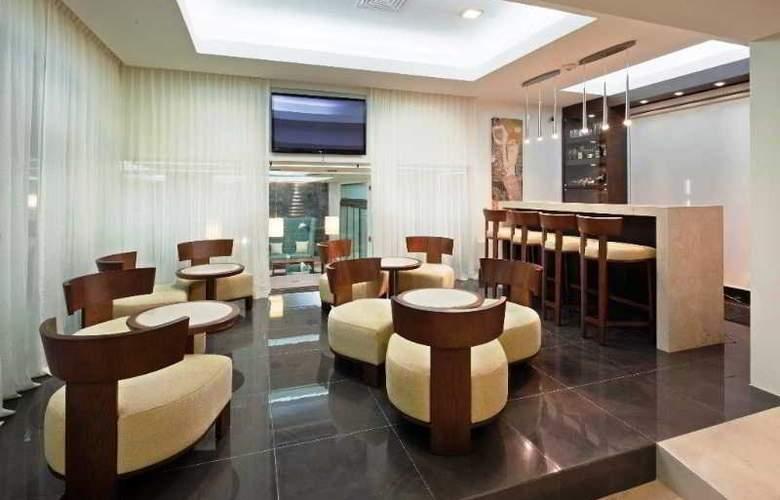 La Quinta Inn & Suites Cancun - Bar - 8