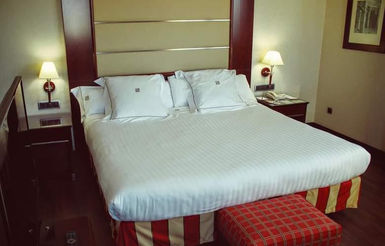 Sevilla Center - Room - 1