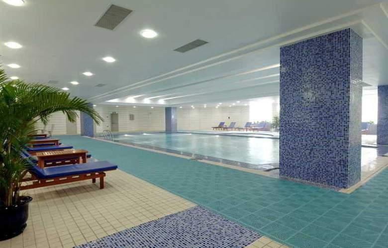 Crowne Plaza Shanghai Pudong - Pool - 7