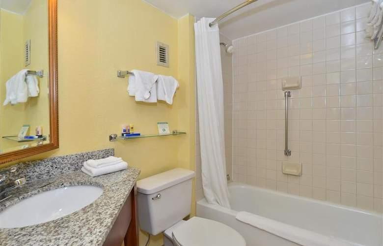 Best Western Plus Richmond Airport Hotel - Room - 105