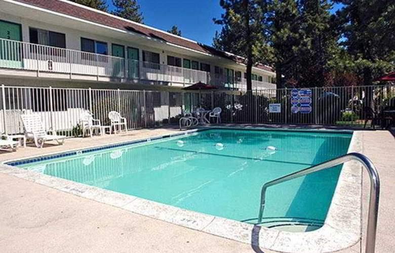 Motel 6 Big Bear - Pool - 3