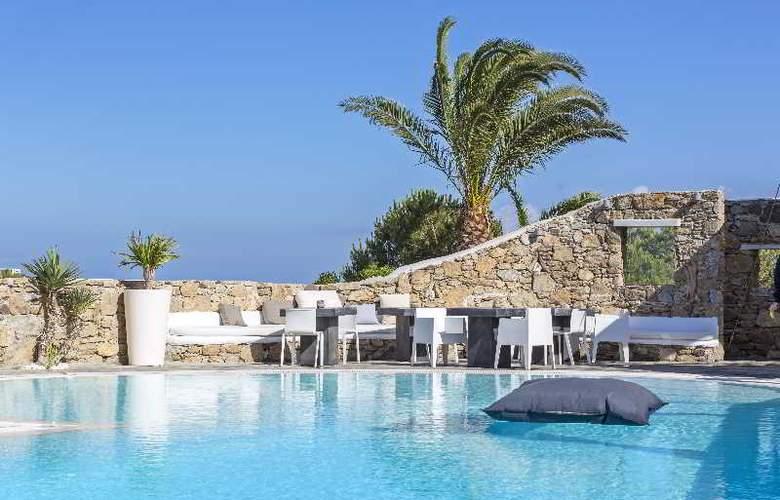 Ostraco Luxury Suites - Pool - 19