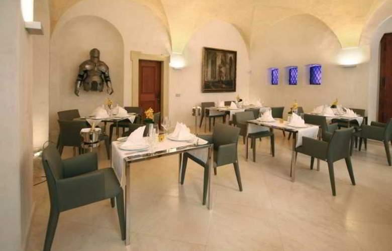 Three Storks Hotel - Restaurant - 28