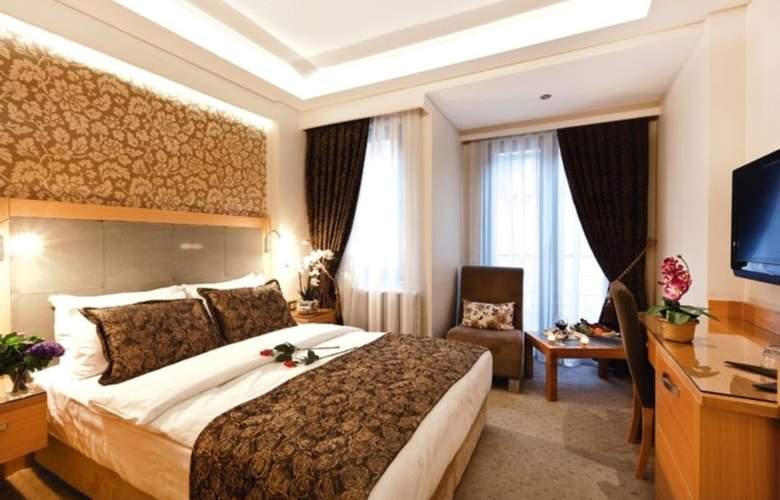 Emerald Hotel - Room - 4