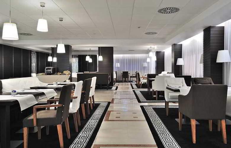 Oly - Restaurant - 12