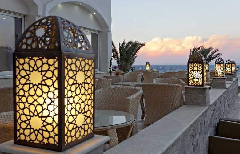 The Three Corners Royal Star Beach Resort - Terrace - 6