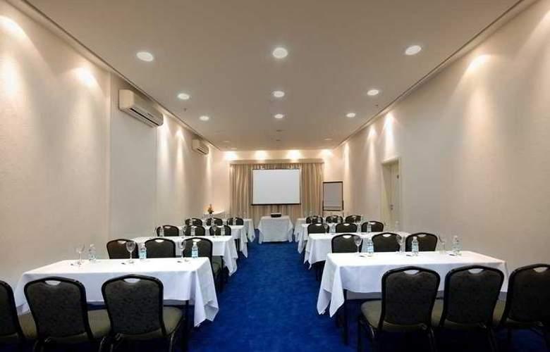 Luz Plaza - Conference - 10