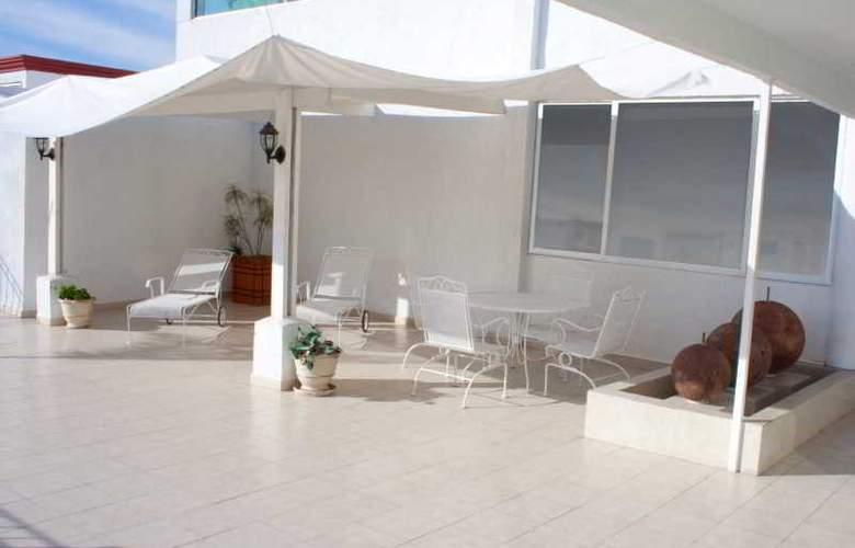 Campestre Inn Hotel & Residencias - Terrace - 11