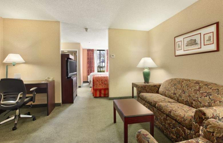 Ramada Suites Orlando Airport - Room - 9