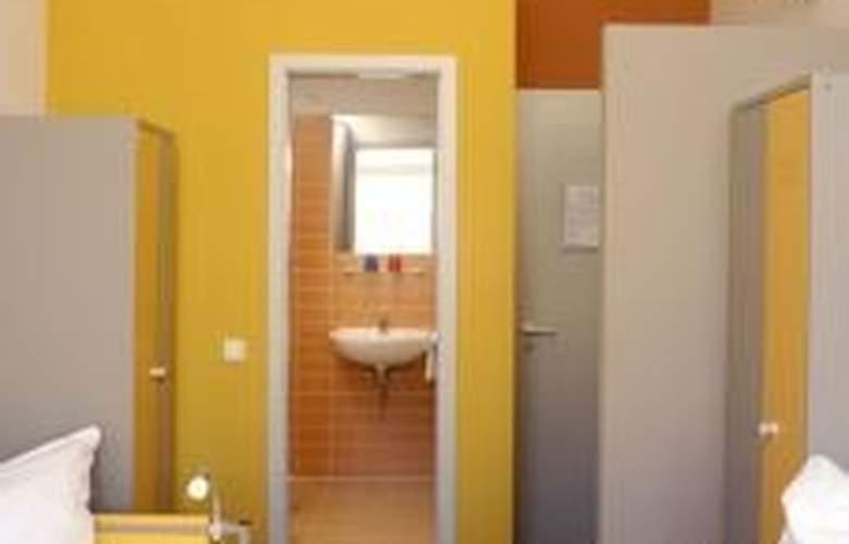 Meininger Hotel Berlin Tempelhofer Ufer - Room - 4