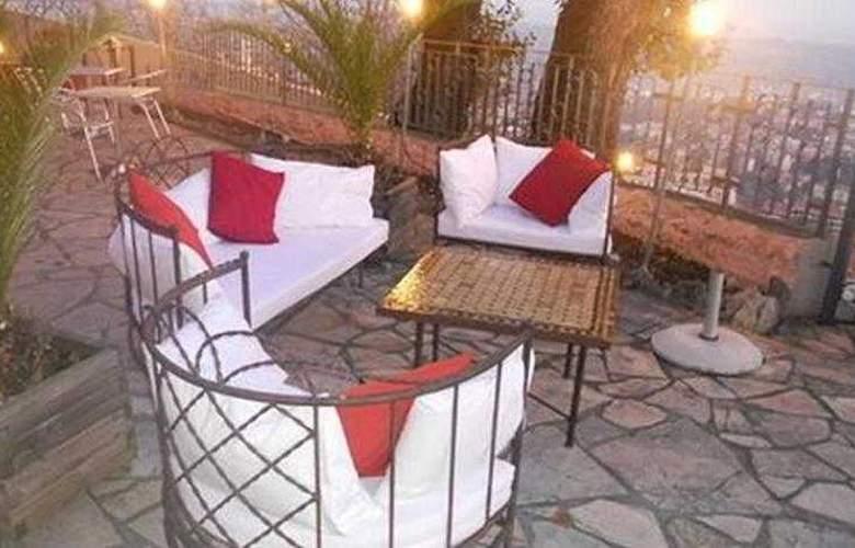 Mandarina Hotel - Terrace - 4