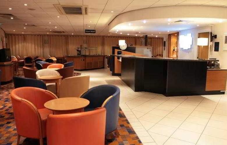 Holiday Inn Express Wandsworth Battersea - Bar - 6