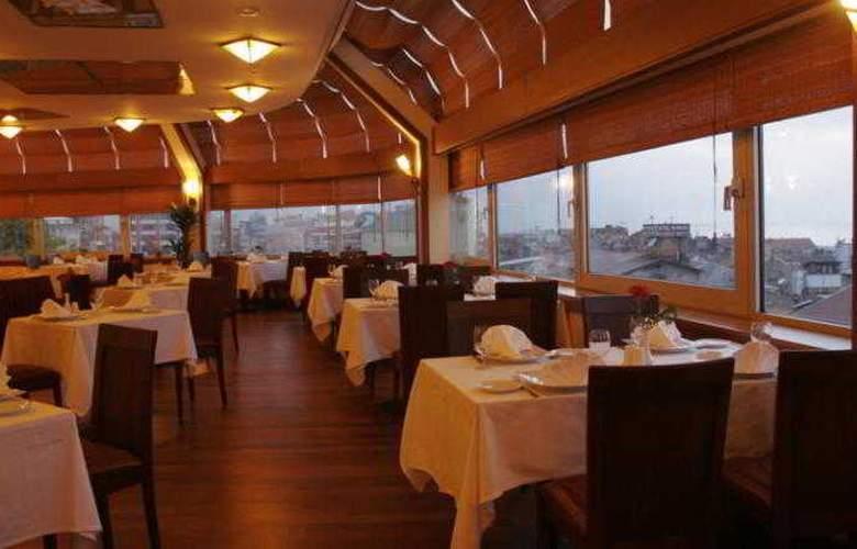 Usta Park - Restaurant - 12