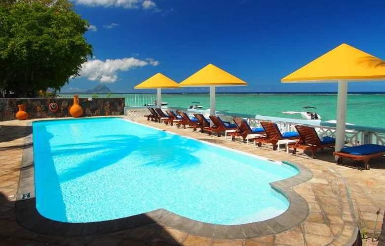 Gold Beach - Pool - 11