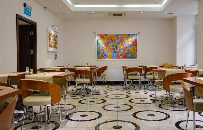 Best Western Plus Hotel Arcadia - Bar - 121