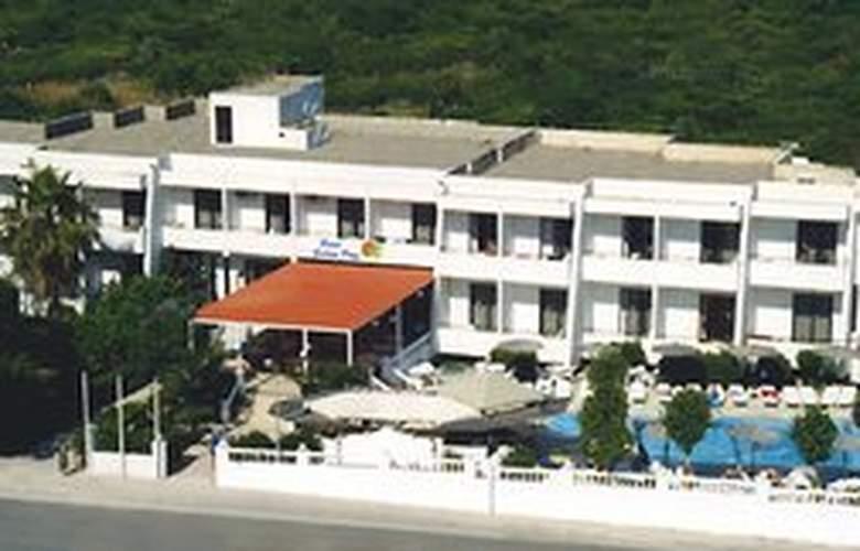 Golden Days Aparthotel - Hotel - 0