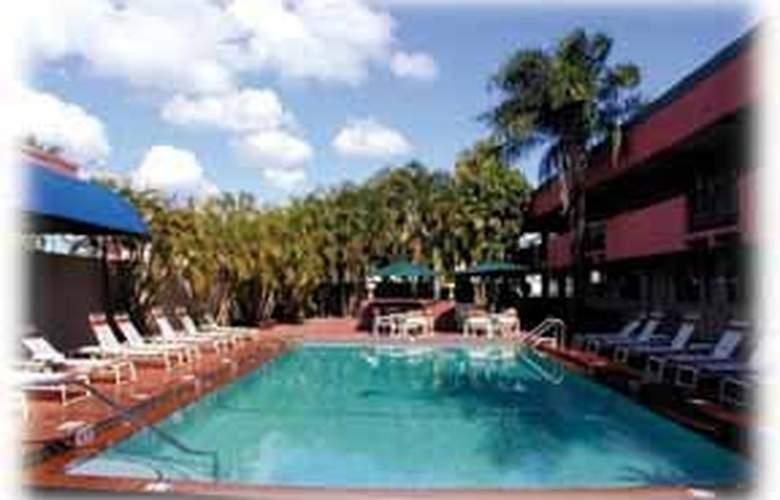 Quality Inn South at The Falls - Pool - 3