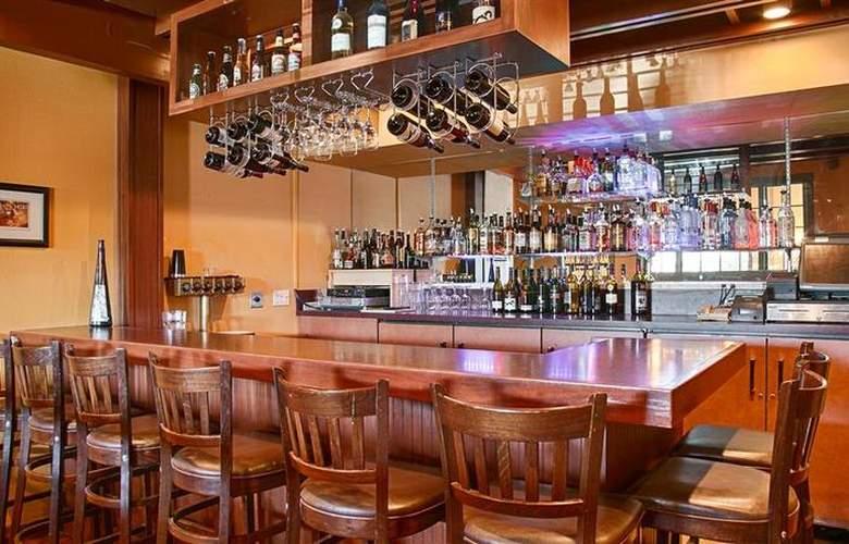 Best Western Ocean View Resort - Bar - 79