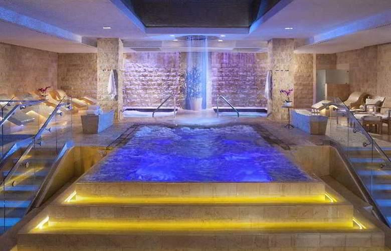 Caesars Palace - Pool - 12