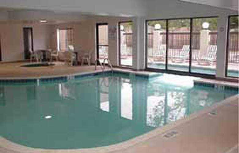 Comfort Suites Airport - Pool - 4
