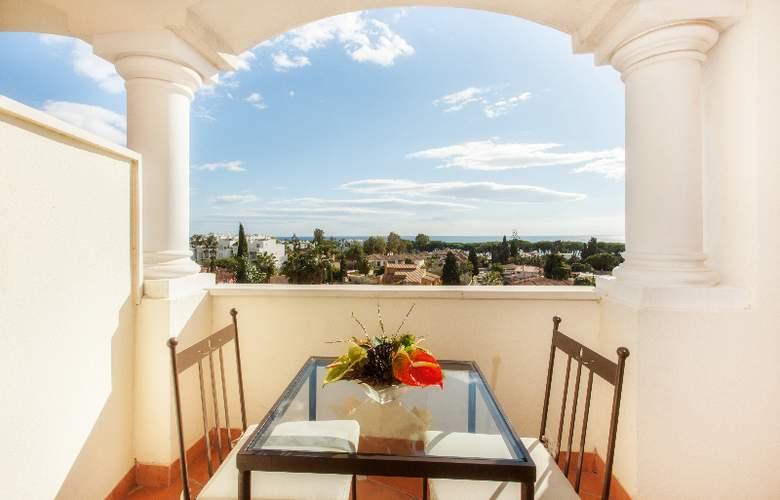 Apartamentos Guadalpin Suites - Terrace - 13