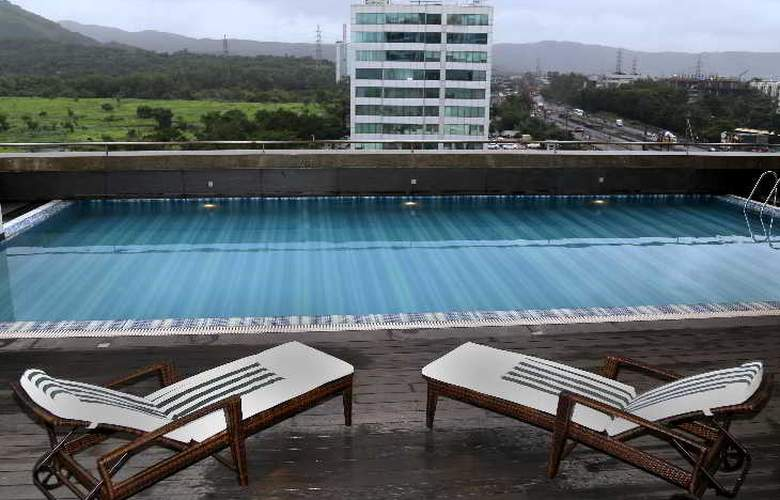 Country Inn suites By Carlson Navi Mumbai - Pool - 2