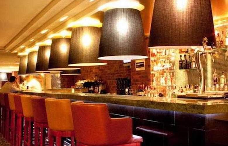 Benefit Plaza - Bar - 3