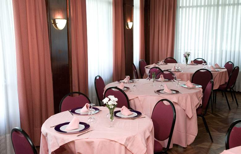 Unzaga Plaza - Restaurant - 4