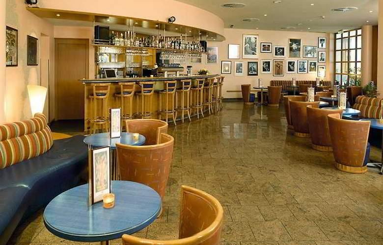 Wyndham Garden Wismar - Bar - 5