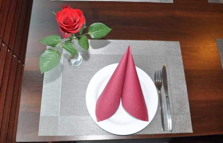 Economy Silesian Hotel - Restaurant - 22